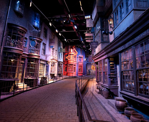 The new Harry Potter Tour at the Warner Bros Studios in Leavesden, Watford. Diagon Alley PICS BY DAN CHARITY dancharity@mac.com www.dancharityphotography.com 00447870553537